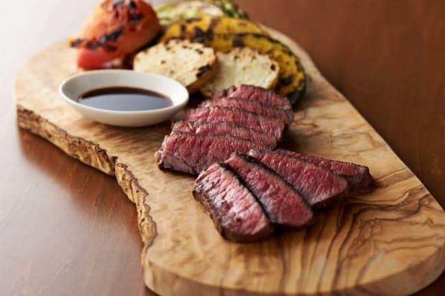 都内に展開するレストラン「旬熟成」ではエイジングシートで作った発酵熟成肉が食べられる