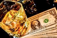 バーボンはアメリカンウイスキーの一種=PIXTA