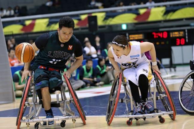 2017年5月の日本選手権では女子選手と男子選手が競り合う場面が見られた(C)STUDIO AUPA