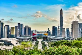 ドローンなど新技術の企業で沸き立つ深圳。高層ビルが立ち並ぶ近代的な都市だ=PIXTA