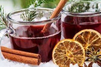 赤ワインにスパイスとフルーツを加えて温めたグリューワインはドイツの冬には欠かせない