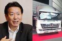 日野自動車の下義生社長とトラック