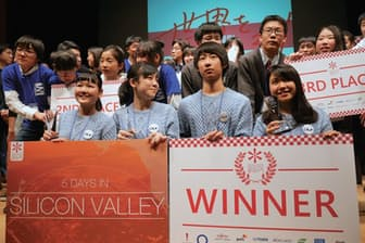 「Mono-Coto Innovation 2017」で優勝した中高生チーム