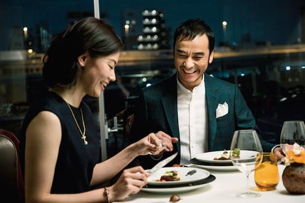 フレンチレストラン「ナベノイズム」でディナーを楽しむ