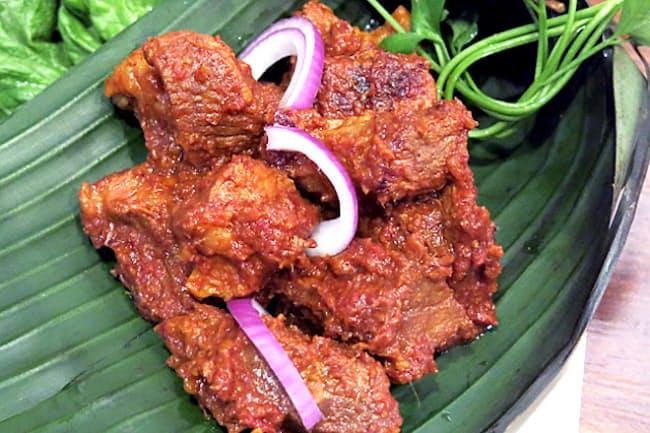 ルンダン 2017年に米CNNのウェブサイトで、読者が選ぶ世界の料理ベスト50のNo.1に選ばれた料理