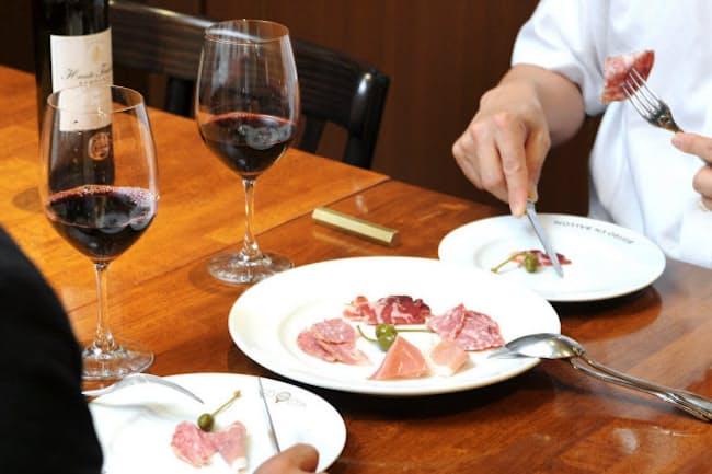 肩肘張らないビジネスディナーには、ワインが似合う? 写真はイメージ
