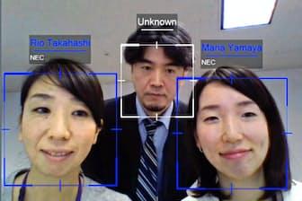 顔認証システムはカメラに写った人を登録した顔画像と比べ、名前がすぐにわかる(NEC提供)