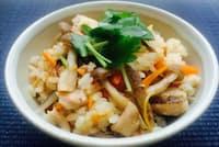 焼き肉のタレは肉を焼くときに限らず、炊き込みご飯などいろんなレシピに使える