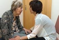 バリデーションでは視野が狭くなっている認知症高齢者と真正面で向き合う