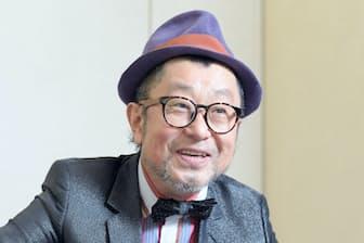 1983年デビュー。関西学院大学卒。90年代、日本のポップスを彩り「格好悪いふられ方」「あいたい」など代表曲多数。2008年に渡米、ジャズピアニストへ転向した。大阪府出身、57歳