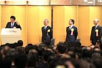経済3団体共催の新年祝賀パーティーで安倍晋三首相は企業のトップに春季労使交渉で3%の賃上げをするよう改めて求めた(1月5日、東京都千代田区)