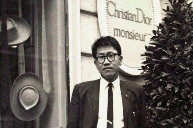 1959年、パリのディオールを訪れた茂登山さん。欧州の美術館やブランド店などをくまなく見て回った
