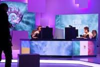 カメラに囲まれたスタジオでは、2人のプレーヤーが一心にパソコンに向かっていた(韓国・江陵市)
