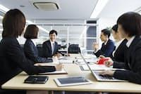 パソコンでメモを取りながらの商談や会議が増えてきた。 写真はイメージ=PIXTA