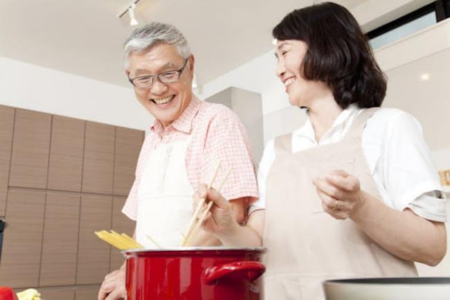 定年後の夫にとって料理は「たまにやる趣味」。写真はイメージ=123RF