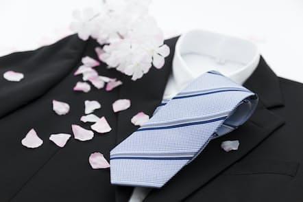 新入社員にとってスーツ選びは大切だ(写真はイメージ=PIXTA)
