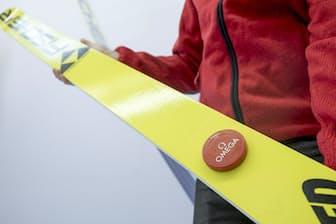 スキージャンプ用のセンサーは板にとりつけた(オメガ提供)