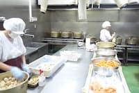 小鍋で炊き上げるのが味の秘訣(高松市のアオヤマ)