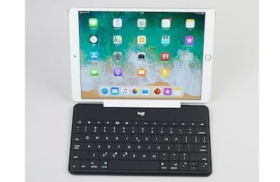 戸田覚氏は、iPadで使えるさまざまなキーボードを試し中(日経トレンディネットより)