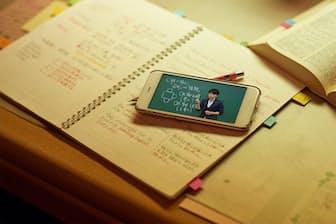 月額980円で、全科目、全学年の動画が見放題。前の学年に戻って勉強も可能
