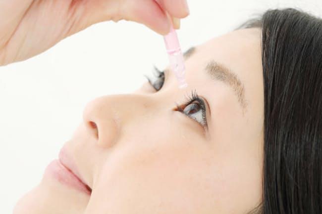 目のかゆみには点眼薬や人工涙液を使おう(写真はイメージ=PIXTA)
