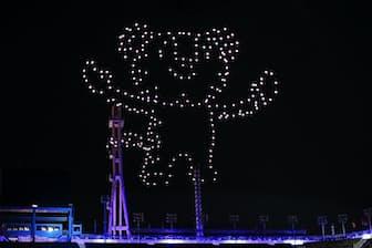 2月25日の閉会式ではマスコットの「スホラン」が駆ける様子を夜空に映し出した(Getty Images、インテル提供)