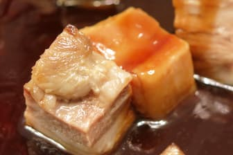 90度という低温で、24時間オーブンで調理したというマンガリッツァの角煮風料理