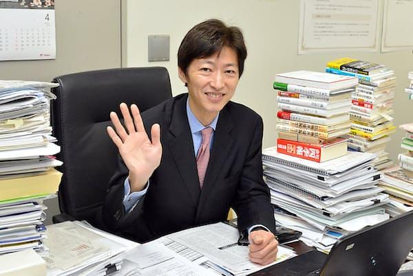 今回、当コラム読者にだけ初めて公開された中野さんのデスク周辺