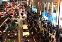 東日本大震災当日の品川駅付近の様子(東京都提供)