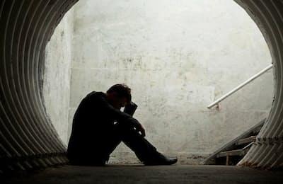 自殺を考え、実行してしまう人と踏みとどまる人の違いには、精神疾患の重症度のほかに、個人のパーソナリティーが大きく影響しているようです。写真はイメージ=(c)Felix Renaud-123RF