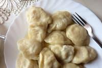 水ギョーザならぬゆでたピエロギ 具材はチーズとジャガイモ