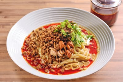 「175°DENO担担麺 GINZa」の名物、「担担麺(汁なし)(すごくシビれる)」