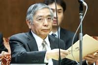 日銀は秩序ある「出口政策」を実行できるのか。写真は参院議運委で所信聴取に臨む黒田総裁(3月6日午後)