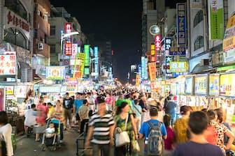 アジア新興国では人口が増え続けている(台湾の夜景)=PIXTA