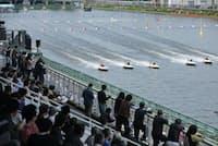 競艇を含む公営競技(ギャンブル)では近年、若い女性の取り込みに力を入れている(埼玉県戸田市の戸田競艇場)