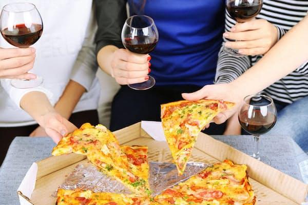 中性脂肪を下げるには、酒のおつまみや日ごろの食事をどうすればいいのだろうか。写真はイメージ=(c)belchonock-123rf