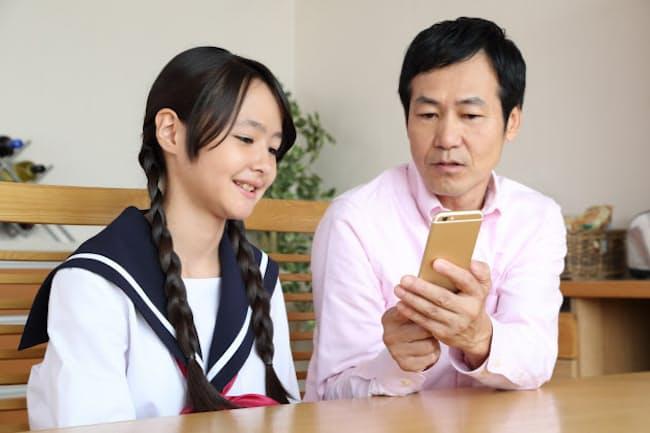 トーンモバイルはiPhoneに子ども用の機能を入れられるサービスを新たに始めた(写真はイメージ=PIXTA)