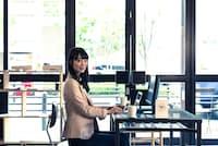 副業はキャリアの選択肢を増やすきかっけになるかも(nikkei WOMAN Onlineより)=PIXTA