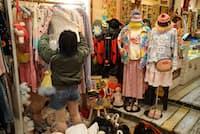 米西部を中心に買い付けてきた古着が並ぶ(東京都杉並区のdaidai)