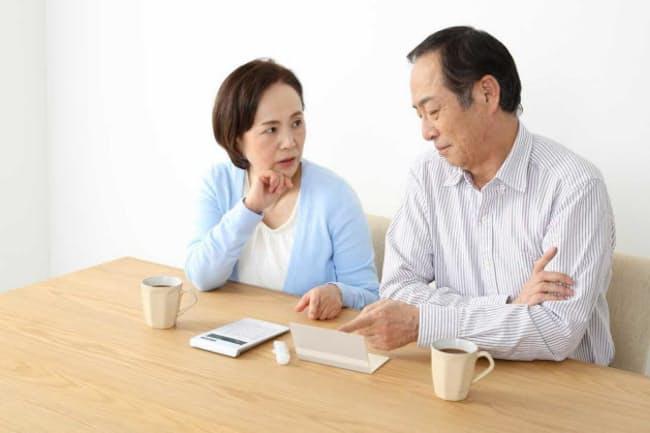 年金を受け取るタイミングは手持ち資産との兼ね合いで悩ましい。写真はイメージ =PIXTA