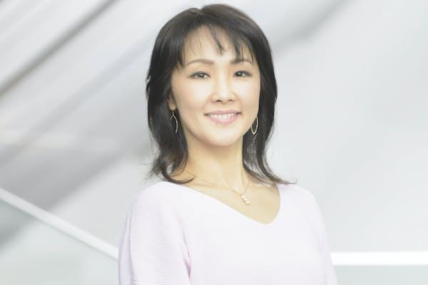 1995年劇団四季オーディションに合格し、3カ月後『美女と野獣』ベル役に大抜擢され、その後数多くの作品に出演。第40回菊田一夫演劇賞、第66回芸術選奨演劇部門文部科学大臣賞、第24回読売演劇大賞優秀女優賞を受賞。