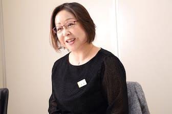 丸井取締役の阿部和美さん。「まず、自分が残業しないように心がけました。上司が帰ると、部下も帰りやすくなります」(写真:花井智子)