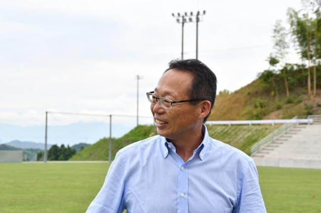 岡田氏は現在、FC今治の運営会社「今治.夢スポーツ」の会長を務めている(写真:FC今治)