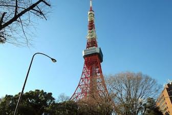 東京タワー(東京都港区)。円筒状の部分が今回リニューアルしたトップデッキ。「トップデッキツアー」は高校生以上が2800円、小中学生が1800円、4歳以上の幼児が1200円。9時~22時15分までの時間を指定して東京タワーの公式サイトから予約する