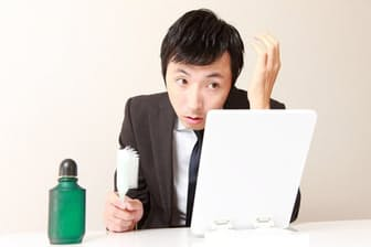 ネットで調べると、「アルコールは薄毛の原因になる」といった情報が多数見つかる。これは本当なのだろうか? 写真はイメージ=(c)jedimaster-123RF