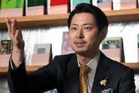 自身が運営する「歌舞伎町ブックセンター」で語る手塚マキ氏