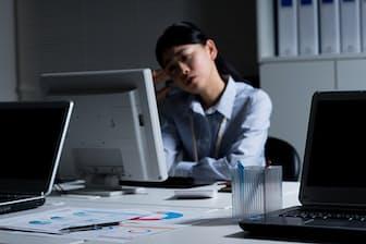 繰り返される質問で残業…対処法はあるのか(写真:PIXTA)
