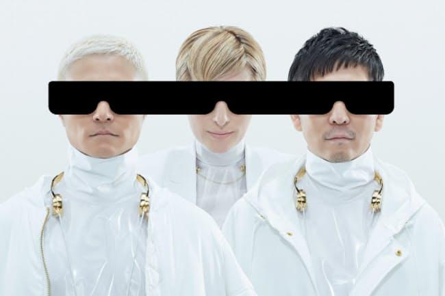 LISAさん(中央)が15年ぶりに復帰し、3人で活動を再開したm‐flo(左はVERBALさん、右は☆TakuTakahashiさん)