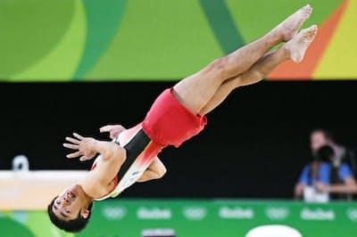 富士通の技術が実用化されれば、進化する体操の技を「3Dレーザーセンサー」で正確に採点できるようになる(2016年リオデジャネイロ五輪で床運動の演技をする白井健三選手)