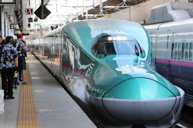 東北・北海道新幹線の「はやぶさ」(JR東京駅)